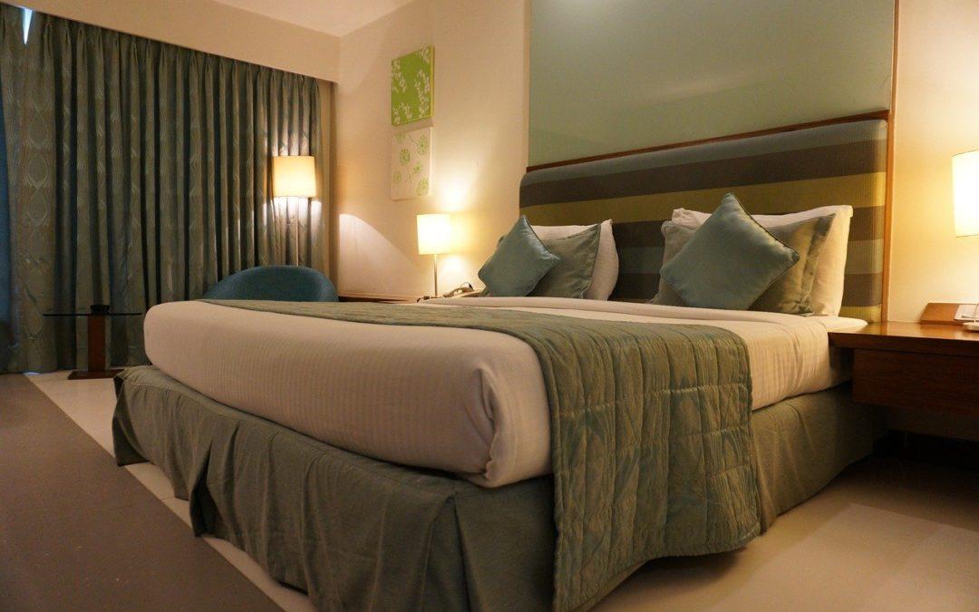 Pour allier décoration intérieure et isolation, choisissez un rideau phonique !